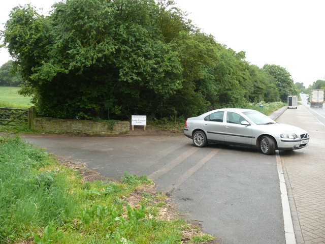 entrance to huntersfield at little coxwell estate off a420